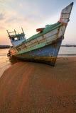 Barcos de pesca viejos imagenes de archivo