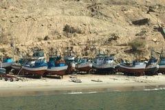 Barcos de pesca viejos en Mancora, Perú Imagen de archivo libre de regalías