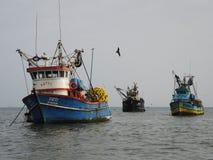 Barcos de pesca viejos, Perú Imagenes de archivo