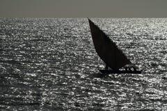 Barcos de pesca y barcos de navegación en el Océano Índico Imagen de archivo