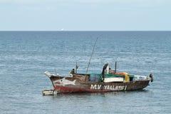 Barcos de pesca y barcos de navegación en el Océano Índico Imagen de archivo libre de regalías