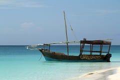 Barcos de pesca y barcos de navegación en el Océano Índico Fotos de archivo