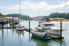 Barcos de placer amarrados en el embarcadero, La Conner Washington Imágenes de archivo libres de regalías