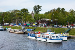 Barcos de placer en St Petersburg, Rusia Foto de archivo