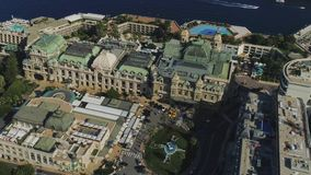 Barcos de planos de los yahts del puerto de la ciudad del mar de Francia de la ciudad de Cdsino Monte Carlo Monaco almacen de metraje de vídeo