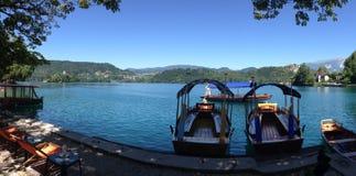 Barcos de Pletna en el lago sangrado Imágenes de archivo libres de regalías