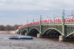 Barcos de prazer em Neva River Fotos de Stock Royalty Free