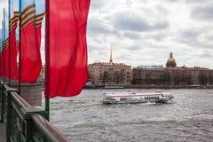 Barcos de prazer em Neva River Fotografia de Stock Royalty Free
