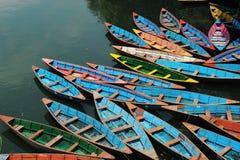 Barcos de prazer no lago Fewa Foto de Stock