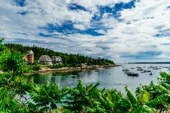 Barcos de Quintesential en la ensenada de Nueva Inglaterra, verano Imagen de archivo libre de regalías
