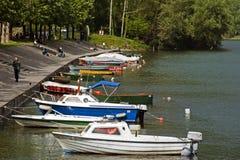 Barcos de río en Adda, Italia Fotos de archivo