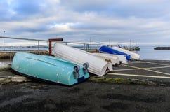 Barcos de rowing en el puerto Imagenes de archivo