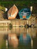 Barcos de rowing en la orilla del río, el río Támesis fotos de archivo libres de regalías