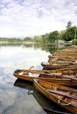 Barcos de Rowing en Windermere fotos de archivo
