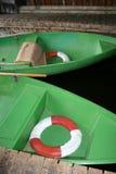 Barcos de rowing verdes Fotos de archivo libres de regalías