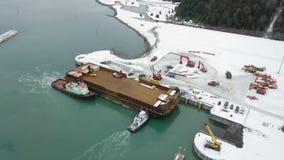 Barcos de trabajo que trabajan en Alaska almacen de metraje de vídeo