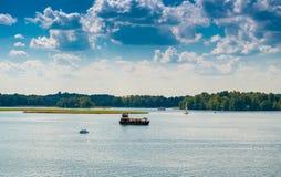 Barcos de turista no lago Galve Trakai foto de stock
