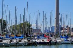 Barcos de vela del puerto deportivo de Toronto Imagenes de archivo