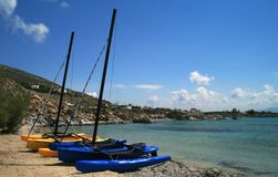 Barcos de vela do catamarã imagem de stock