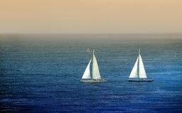Barcos de vela en crepúsculo Imagen de archivo libre de regalías