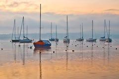 Barcos de vela en el amanecer Imágenes de archivo libres de regalías