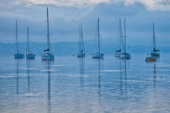 Barcos de vela en el amanecer Fotos de archivo
