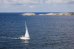 Barcos de vela en el archipiélago Imagenes de archivo