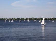 Barcos de vela en el lago Alster Fotos de archivo