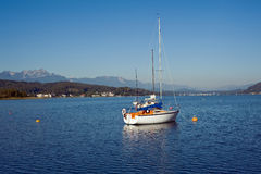 Barcos de vela en el lago Woerther Fotografía de archivo libre de regalías