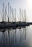 Barcos de vela en el puerto deportivo Fotografía de archivo libre de regalías