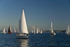 Barcos de vela en el sonido de Puget Foto de archivo libre de regalías