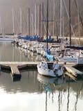 Barcos de vela en la bahía Imágenes de archivo libres de regalías