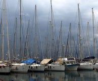Barcos de vela en puerto en Agios Nicolas Crete Greece fotografía de archivo