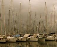 Barcos de vela en puerto en Agios Nicolas Crete Greece imagen de archivo libre de regalías