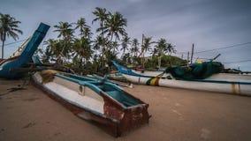 Barcos de Weligama en la noche Sri Lanka Tiemlapse 4k metrajes