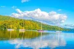Barcos del lago y de navegación Imagen de archivo libre de regalías