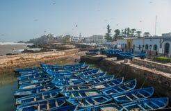 Barcos del pescador en el puerto de Essaouira, Marruecos Foto de archivo