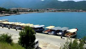 Barcos del taxi en el puerto de Icmeler almacen de metraje de vídeo