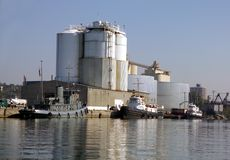 Barcos del tirón en el acceso de Oswego Fotografía de archivo libre de regalías