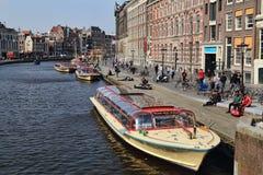 Barcos del viaje en Amsterdam Fotos de archivo libres de regalías