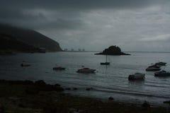 Barcos detrás de la oscuridad Foto de archivo libre de regalías