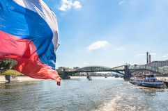 Barcos do cruzeiro do rio no rio de Moscou Imagens de Stock