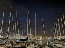 Barcos do iate das velas no porto de Palermo, Itália fotografia de stock
