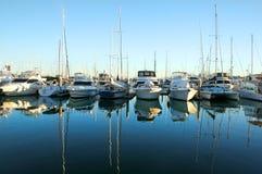 Barcos do porto na aurora Imagens de Stock Royalty Free