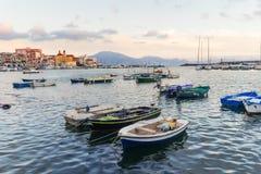 Barcos dos pescadores no porto de Torre del Greco perto de Nápoles, Campania, Itália Imagem de Stock Royalty Free