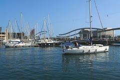 Barcos e iate em Barcelona. Fotografia de Stock Royalty Free