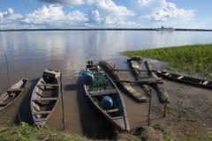 Barcos e jangada em Amazonas Imagens de Stock Royalty Free