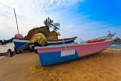 Barcos e nascer do sol de pesca   Imagem de Stock