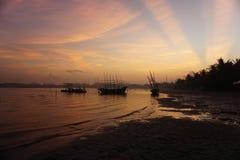 Barcos e nascer do sol de pesca Imagens de Stock Royalty Free