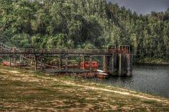 Barcos e a ponte imagens de stock